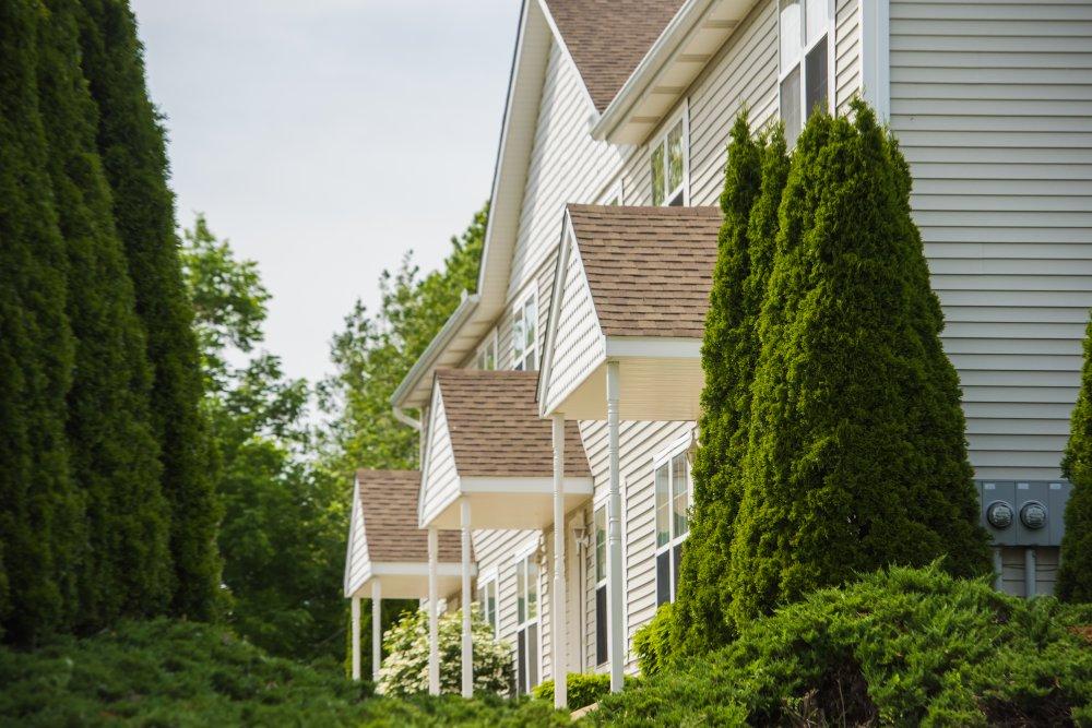 Lake View Apartments Erie, PA - Maleno